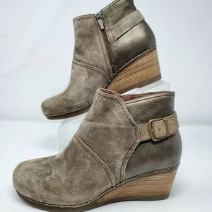 Dansko Shirley Wedge Bootie Leather Suede Taupe 42